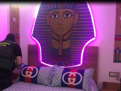 La casa de El Pincho en La Línea tenía una cama con un cabecero dedicado a Tutankamón, además de otros dormitorios temáticos.