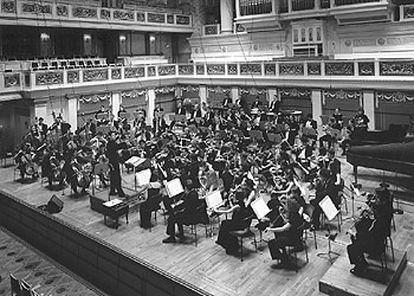 La Orquesta Mundial de  Juventudes Musicales, en una actuación de 1983.