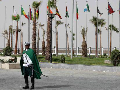 Un soldado mauritano durante la cumbre de la Unión Africana en Nuakchot este lunes.
