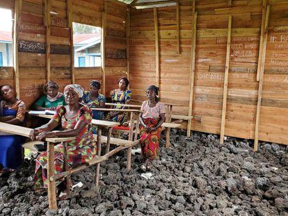 Varias mujeres congoleñas asisten a una formación sobre promoción de la salud impartida por MSF en Goma, República Democrática del Congo.