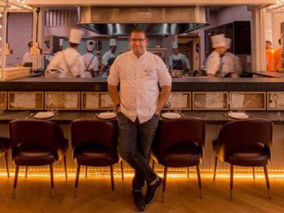 El cocinero, que consiguió en noviembre el máximo galardón de la Guía Michelin, quiere dar un giro a su carrera y expertos del sector lo interpretan como una estrategia para consolidarse en Madrid