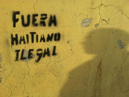 Pintada en Santiago en contra de los haitianos.