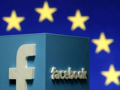 Un logo 3D de Facebook frente al logo de la Unión Europea.
