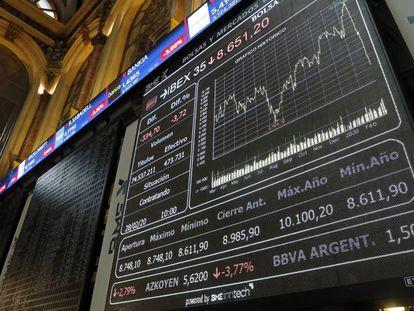 Panel del Ibex 35 en la Bolsa de Madrid.
