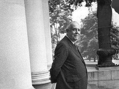 El poeta Wallace Stevens, en 1950.