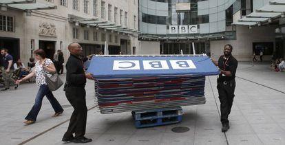 Trabajadores en la sede principal de la BBC.