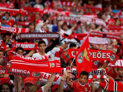 Imagen de la afición del Benfica, segundo clasificado de la Liga de Portugal.