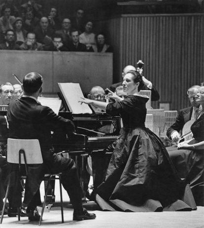 Rosalyn Tureck en concierto con la Philharmonia Orchestra, el 28 de enero de 1958.
