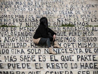 Susana posa en un parque del Puente de Vallecas, el domingo.