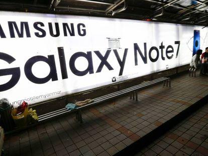 Un cartel anuncia el Samsung Galaxy Note 7.