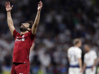 Salah celebra el triunfo ante el Tottenham en el Wanda.