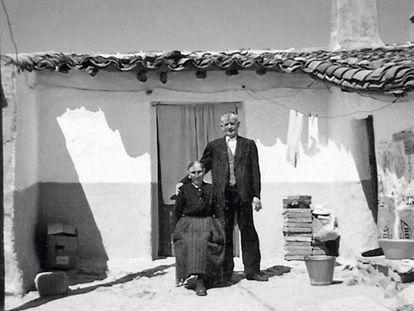 Un matrimonio de ancianos sin identificar, en la localidad salmantina de Boada.