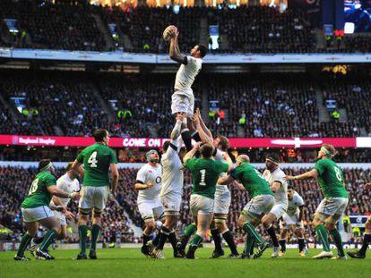 Una saque de 'touch' en el Inglaterra-Irlanda del año pasado.
