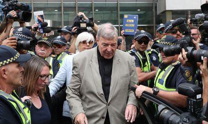 El cardenal George Pell asiste a una audiencia judicial en Melbourne, en febrero de 2019.