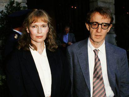 Mia Farrow y Woody Allen fotografiados en Paris el 24 de julio de 1989.
