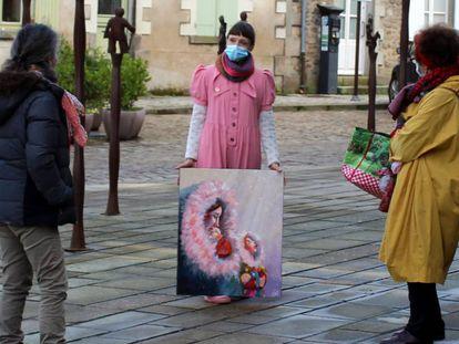 En la ciudad de Guérande la artista, la obra y los visitantes se encuentran, de manera imprevista, en medio de la calle.