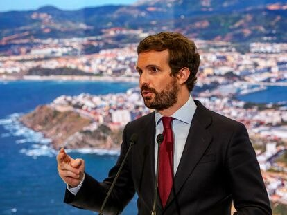 Pablo Casado, en el estand de Turismo de Ceuta en Fitur.