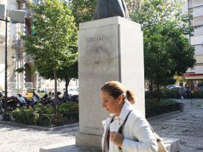 Monolito dedicado a Primo de Rivera, en Granada.