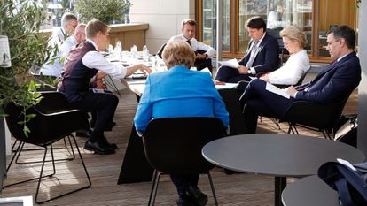 Pedro Sánchez, junto a la presidenta de la Comisión Europea, Ursula von der Leyen, el primer ministro italiano, Giuseppe Conte, el presidente francés Emmanuel Macron y la canciller alemana Angela Merkel en la cumbre de la UE.
