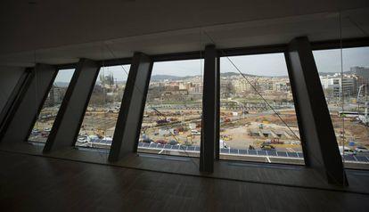 Vista de las obras de la plaza de les Glòries desde el Museo del Diseño.