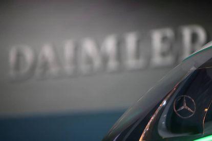 Un Mercedes Benz de Daimler en la sede de la compañía en Stuttgart