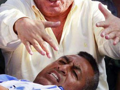 Artemio, cabecilla histórico de Sendero Luminoso, llega herido al aeropuerto militar de Lima.