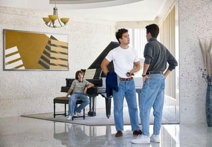 Una escena de los primeros episodios de la segunda temporada de Luis Miguel: la serie.