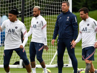 Messi (a la derecha) participa en un entrenamiento junto a Mbappe, Neymar, este sábado.