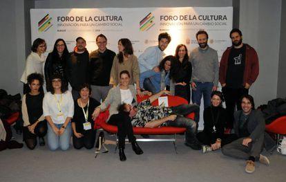 Miembros de las plataformas de acción ciudadana presentes en el Foro de la Cultura de Burgos.