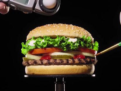 """Burger King. """"La belleza de no tener conservantes artificiales"""". Agencia INGO, Suecia."""