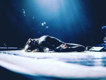 Selena Gomez, la persona con más seguidores, está asfixiada. De familia humilde, ha pasado por rehabilitación y lucha por no ser un juguete roto