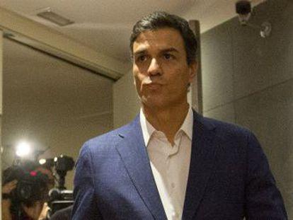 El ex secretario general del PSOE argumenta que con su dimisión evita  traicionar  su palabra y le pide a la gestora que convoque ya un congreso sobre el futuro del partido