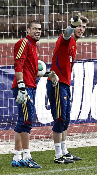 Valdés y De Gea, en un entrenamiento de la selección.