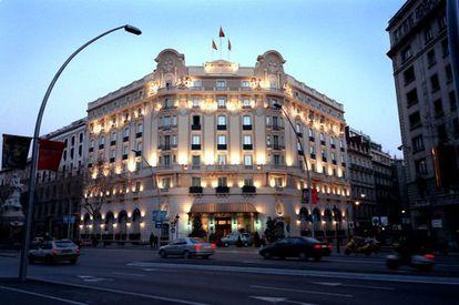 Husa vende el edificio del antiguo Ritz de Barcelona por 68 millones  de euros.
