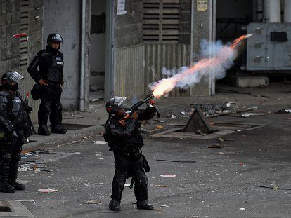 De lanzacohetes a tiros por la espalda: los vídeos del exceso de la fuerza policial en las protestas de Colombia