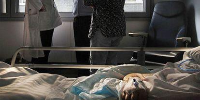 Solo el 17,8% de los españoles elegiría morir en un hospital, sin embargo, allí se producen el 47,26% de los fallecimientos.