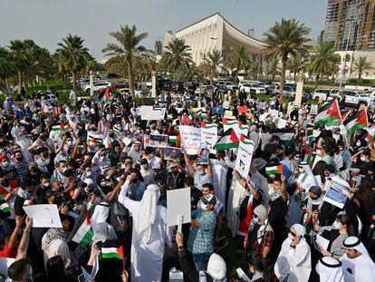 Manifestación en solidaridad con los palestinos el martes en Kuwait, la única monarquía del Golfo donde se permiten las protestas.