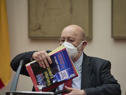 El presidente del CIS, José Félix Tezanos, durante una Comisión Constitucional en el Congreso de los Diputados, el pasado 16 de junio.