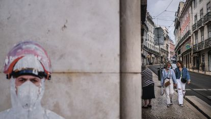 Varias personas en el centro de Lisboa, donde la variante delta ha sido responsable de la última ola de contagios.