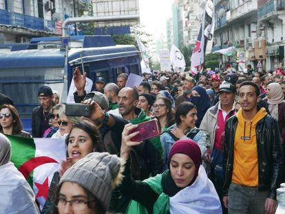 Protestas este martes en las calles de Argel (Argelia).