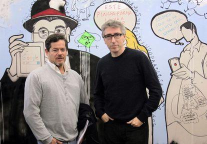 Jorge Sanz y David Trueba, en la redacción de EL PAÍS.