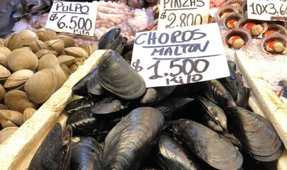 Los mejillones en el mercado central de Santiago de Chile.
