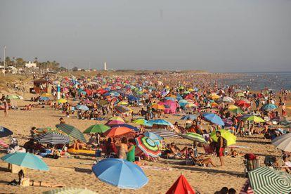 Aspecto de la playa de El Palmar durante el día.