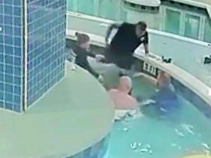 La Policía de Carolina del Sur ha difundido el vídeo grabado por una cámara de seguridad.