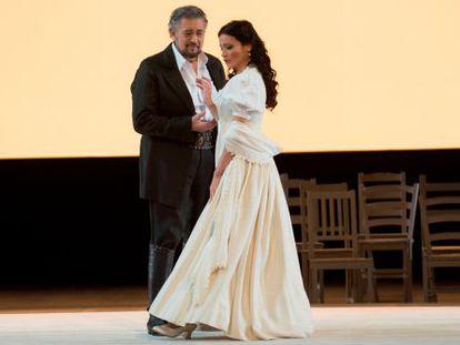 Plácido Domingo y Davinia Rodríguez (Luisa Fernanda).
