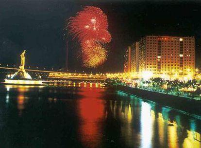 Vista nocturna de la ciudad-estado de Macao