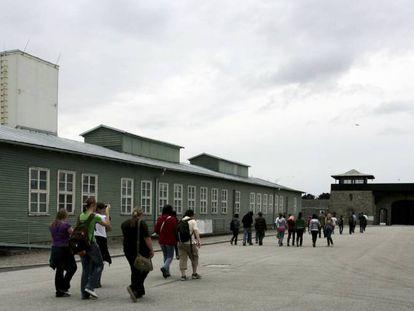 Visita educativa para jóvenes al campo de concentración nazi de Mauthausen (Austria).