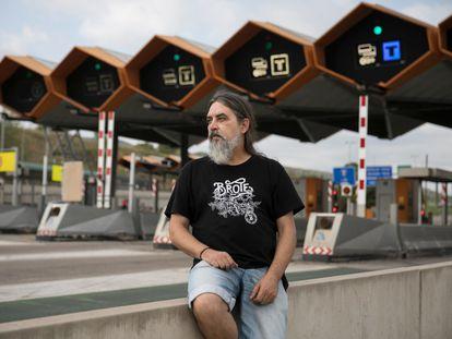 Juan Jesús Atienza, de 51 años, trabajador de Abertis, este sábado, en el peaje de Martorell.