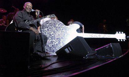 El músico B. B. King con su Gibson 'Lucille' en California, en 2005.