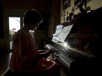 Los padres de una niña con discapacidad denuncian a la administración madrileña por incumplir la Convención de la ONU